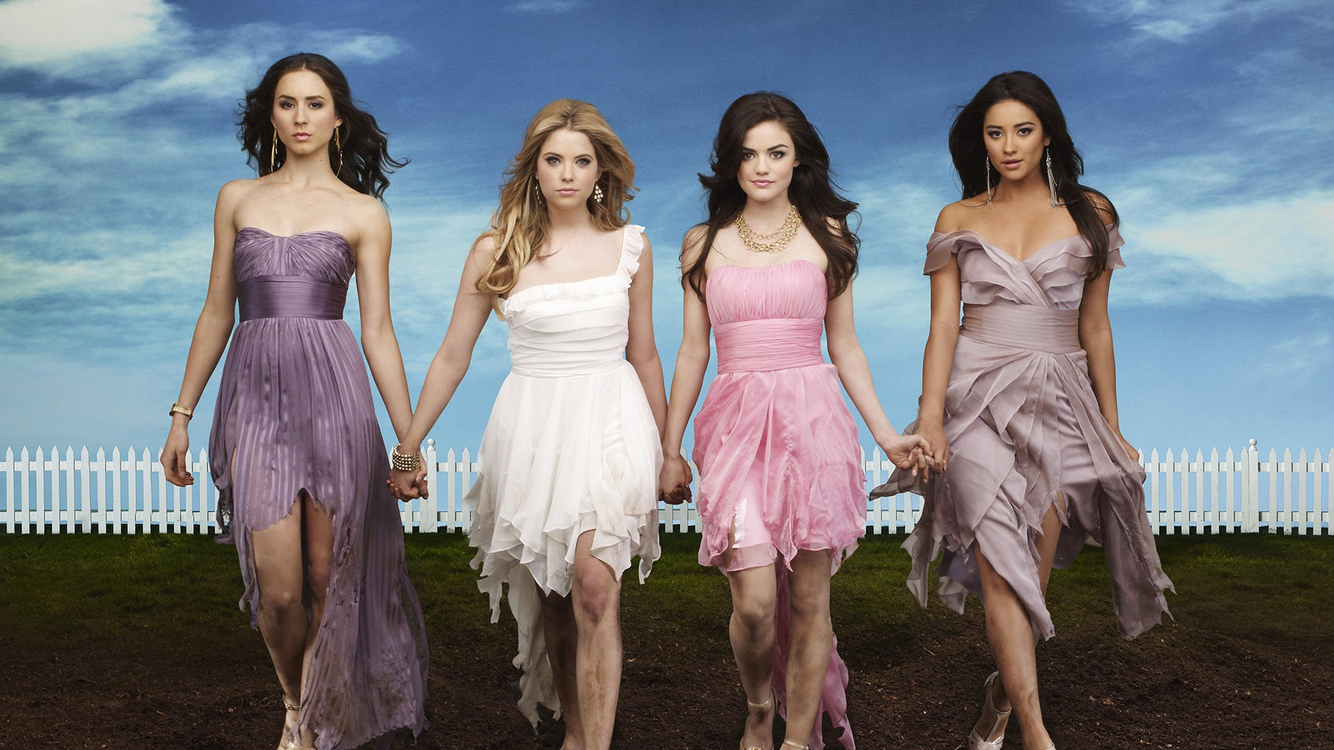 Die vier Protagonistinnen aus Pretty Little Liars; Copyright: ABC Family​​​​​​​