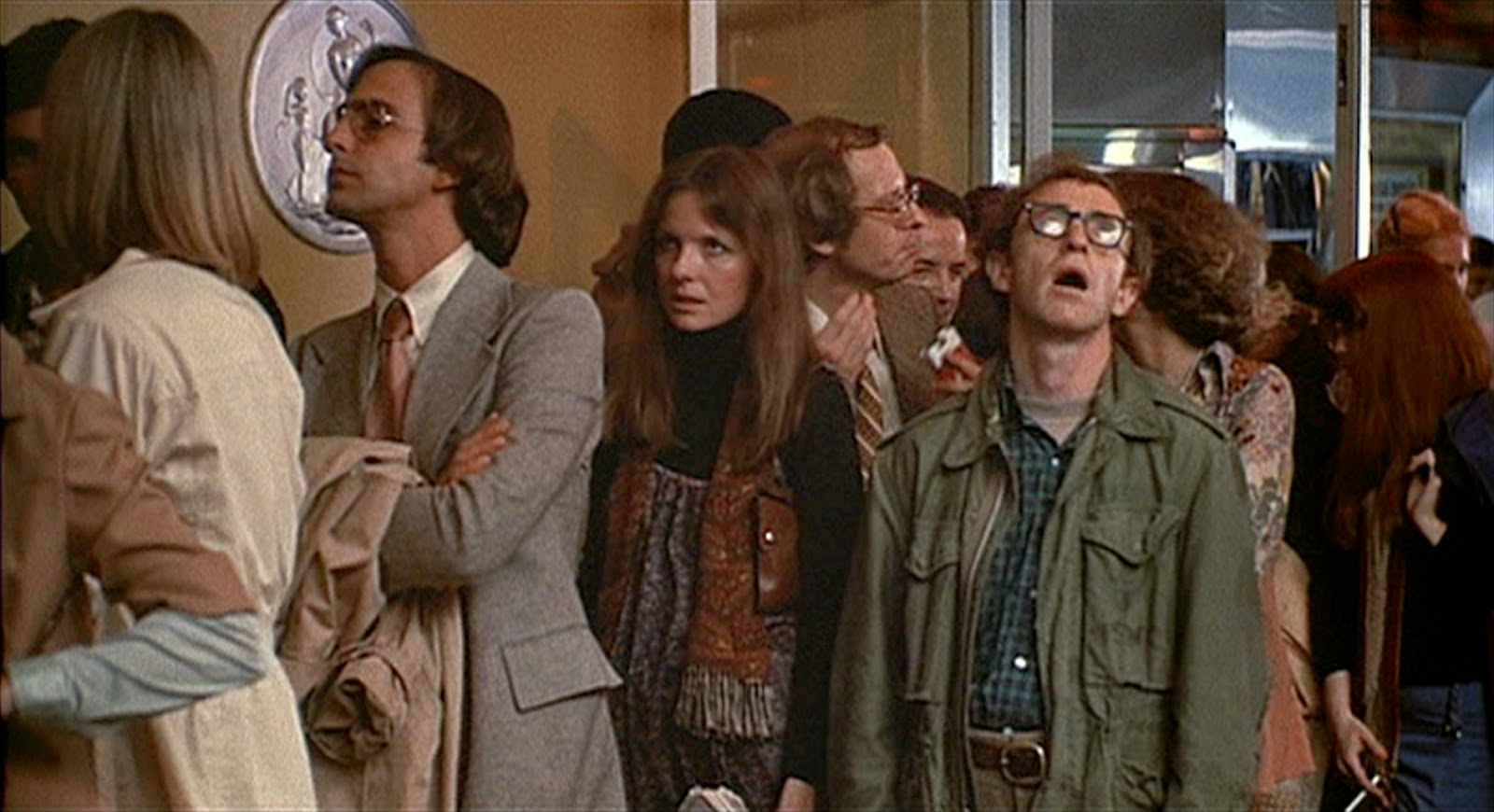 """I'd like to hit him on a gut level."" Die Kinowarteschlangenszene aus Woody Allens Annie Hall."