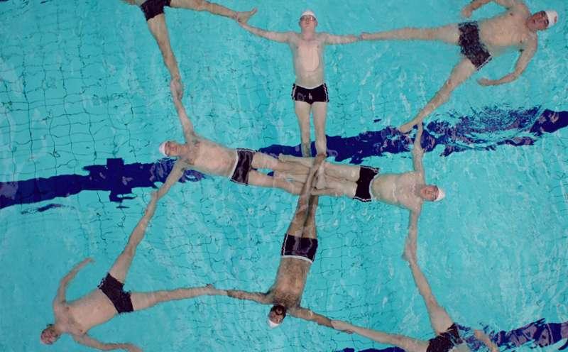 Swimming With Men Kritik