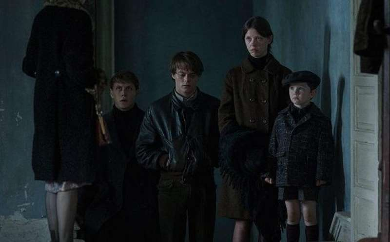 marrowbone personals The 25-year-old british actor, who plays jonathan byers on the netflix smash stranger things, stars in a newly-released trailer for the horror movie marrowbone in the film, heaton plays billy, who moves into a decaying mansion with his three siblings - jane (mia goth), jack (george mackay) and sam (matthew stagg) - in the wake of their.