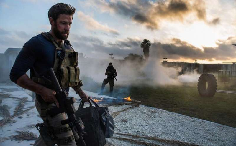 13 Hours: The Secret Soldiers of Benghazi von Michael Bay