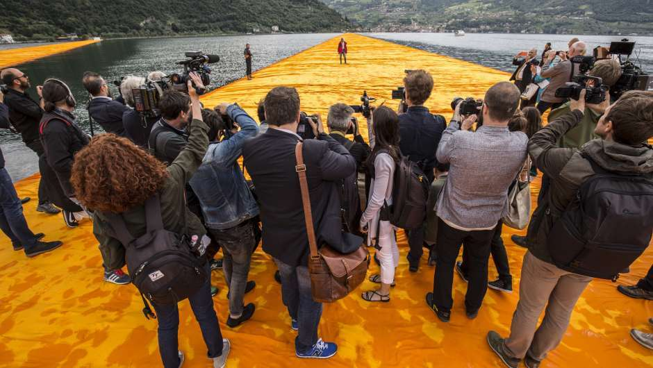 Filmstill zu Christo - Walking on Water (2018)