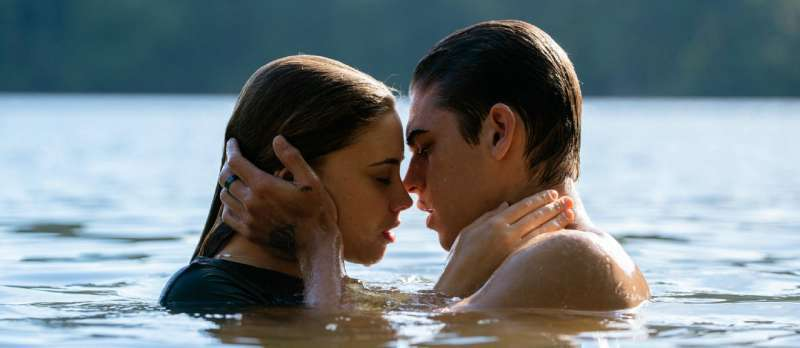 "Josephine Langford und Hero Fiennes-Tiffin in ""After Passion"""