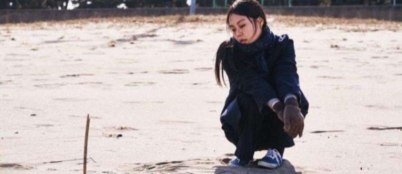 On the Beach at Night Alone von Hong Sang-soo