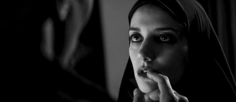 A Girl Walks Home Alone at Night von Ana Lily Amirpour