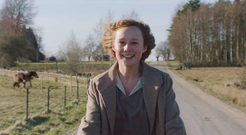 Alba August als Astrid Lindgren in BECOMING ASTRID